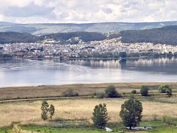 Γιάννενα: Μελέτες επί μελετών για ανάδειξη της Λίμνης και τα…βιολιά στον τόπο!