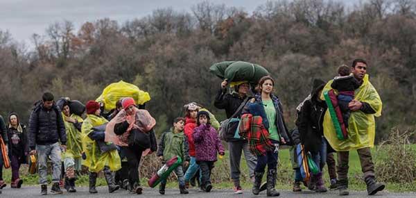 Γιάννενα: Πρόσφυγες με τα πόδια κατευθύνονται προς Αλβανία!