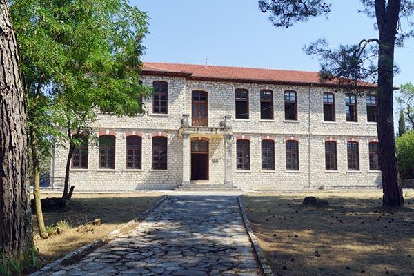 Γιάννενα: Προχωρά το Εκθετήριο οινικών προϊόντων και το Μουσείο Ευεργετών στο Δήμο Ζίτσας