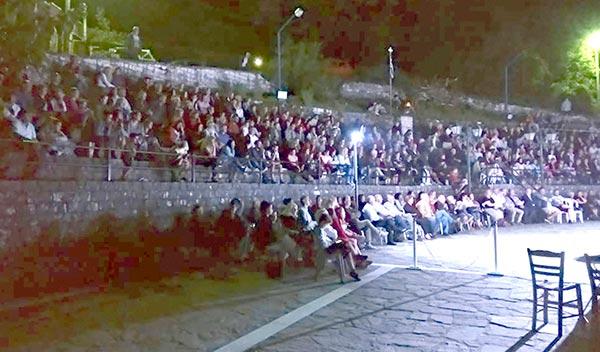 Γιάννενα: Πλήθος κόσμου στην παράσταση «Μια Ιταλίδα από την Κυψέλη»