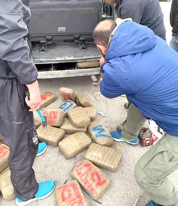 Γιάννενα: Αστυνομικός σκύλος… ξετρύπωσε από σασί αυτοκινήτου 43 κιλά χασίς!