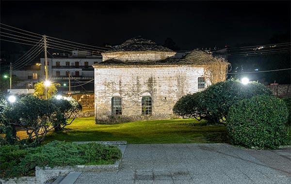 Γιάννενα: Φωτίστηκε ο Μεντρεσές και το Βελή Τζαμί