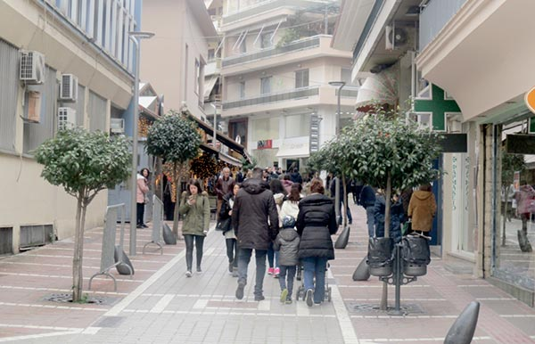 Γιάννενα: Πολύς κόσμος περπάτησε χθες στην αγορά των Ιωαννίνων